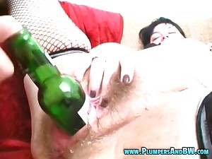 Adult Erika moaning while enduring with abysm pussy fisting