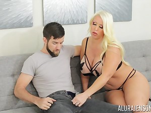 Mature blonde MILF Alura Jenson gives an astonishing titjob and gets cum