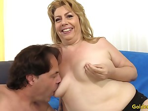 Chubby Granny Penny Sue Shoves Long Cock Drifting Her Tits together with in Her Holes
