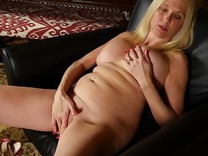 Chubby busty blonde amateur mature MILF Sara S. strips