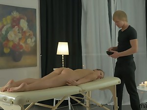 Sexy babe Emma Night has come be beneficial to massage but enjoys riding detect instead