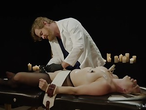 Grown-up endures doctor's unnatural sexual play in a perverted BDSM