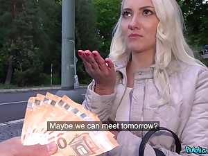 Low-spirited amateur girl enjoys the dick in exchange be incumbent on cash